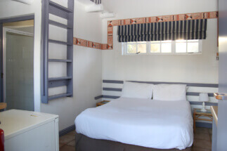 Seals Backpacker Accommodation Double Bed1