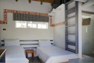 Seals Backpacker Accommodation Twin Bed1